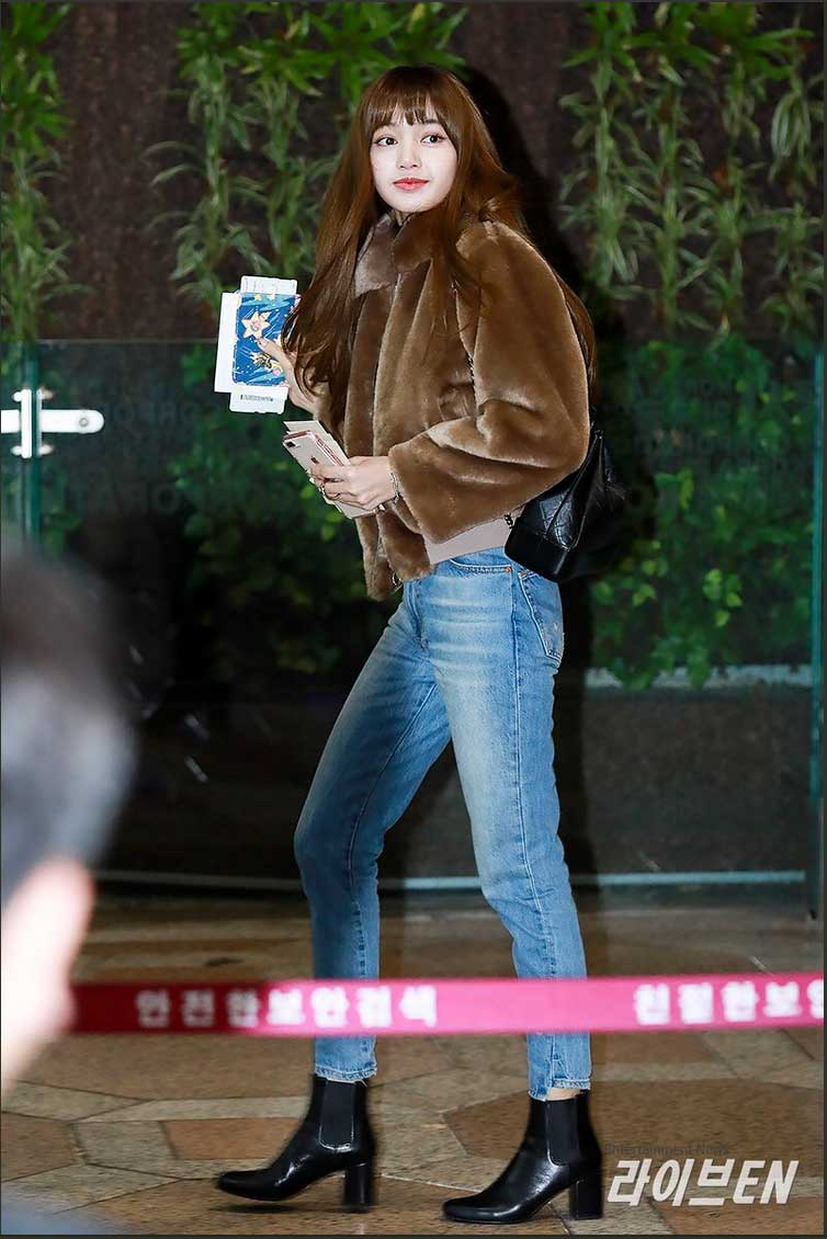 Lisa Manoban Airport Fashion Related Keywords Suggestions Lisa