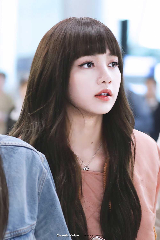 Blackpink-Lisa-Airport-Fashion-25-March-2018-Jeju-Island-10