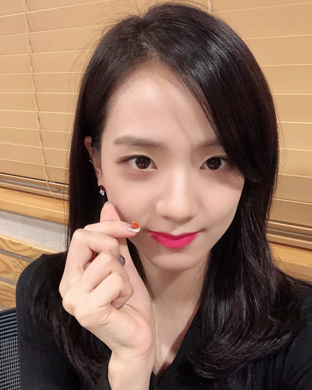 Jisoo has the best tips for the best selfies