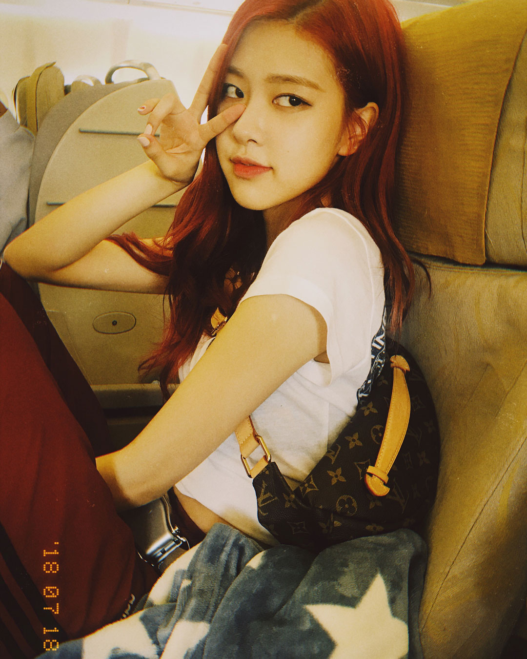 BLACKPINK-Rose-Instagram-Photo-Update-20-July-2018-roses_are_rose-airplane
