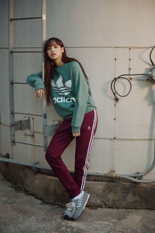 Blackpink Lisa Adidas Originals 2