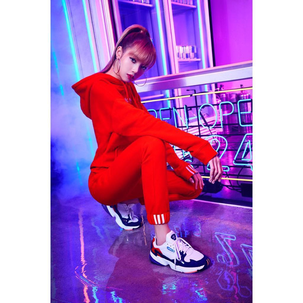 1 Blackpink Lisa Instagram Photo 29 Nov 2018 Adidas Falcon