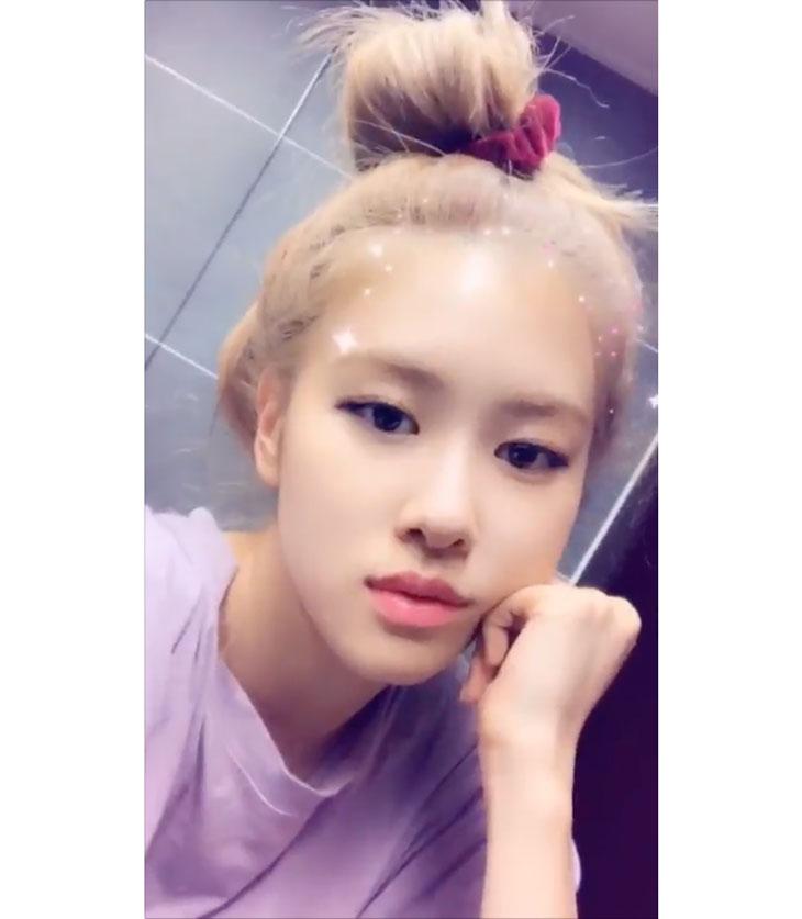 Blackpink Rose Messy Bun Hairstyle