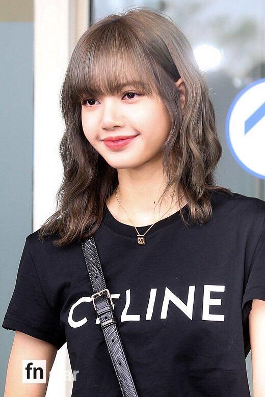 17-BLACKPINK-Lisa-at-Incheon-Airport-to-Paris-21-June-2019.jpg
